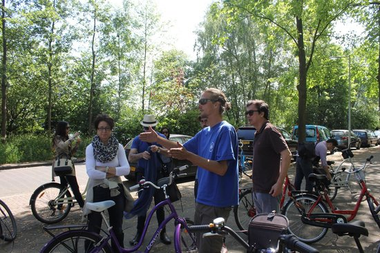 Mike's Bike Tours & Rentals : guides!