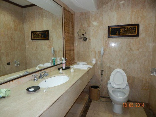 Rama Beach Resort and Villas : BathRoom
