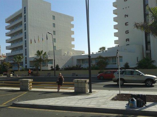 Catalonia Oro Negro : Front of the hotel