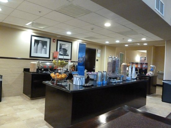 Hampton Inn & Suites - Merced: Breakfast area