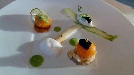 Les Hauts de Lille : Jaunes confits, asperges, grains de caviar