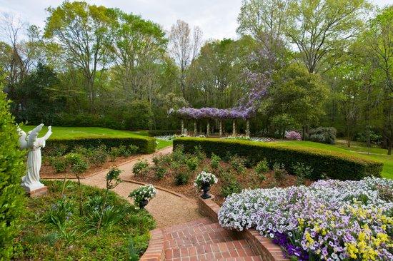 Monmouth Historic Inn and Gardens: Gardens