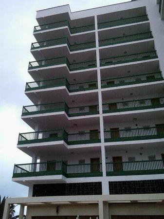 TRYP Puerto de la Cruz: el hotel desde la piscina
