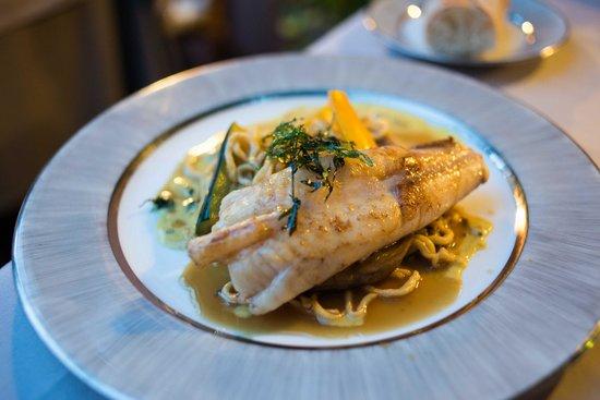 La P'tite Cour : Main: Delicious Fish (I dont remember what kind)