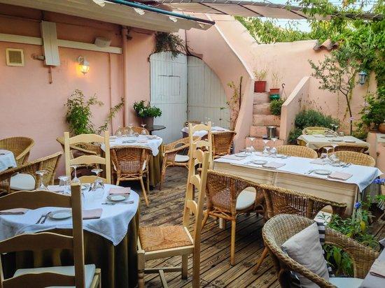 La P'tite Cour : The courtyard