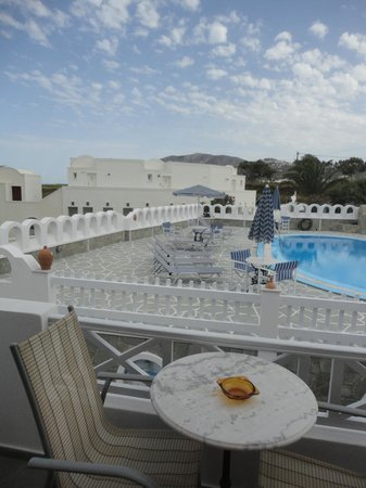 Agapi Villas: view of the pool from room