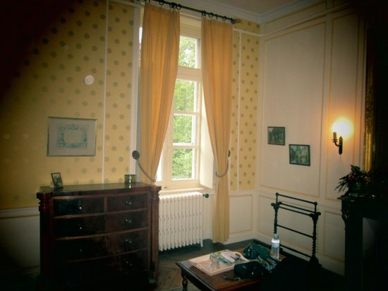 Chateau du Quengo: Chambre jaune