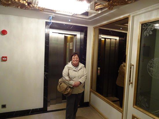 Katelya Hotel : Elevador