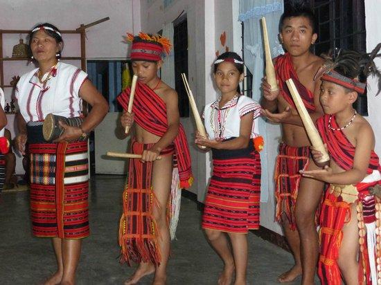Halfway Lodge: Culturele avond met Ifugao dansers
