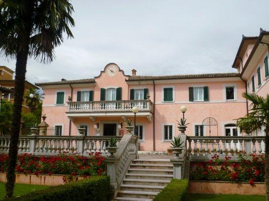 Villa Zuccari: Main entrance