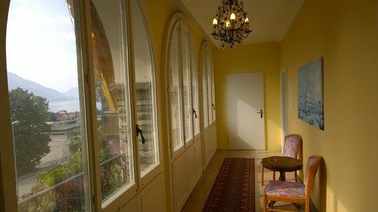 Hotel La Perla: Hallway in our villa