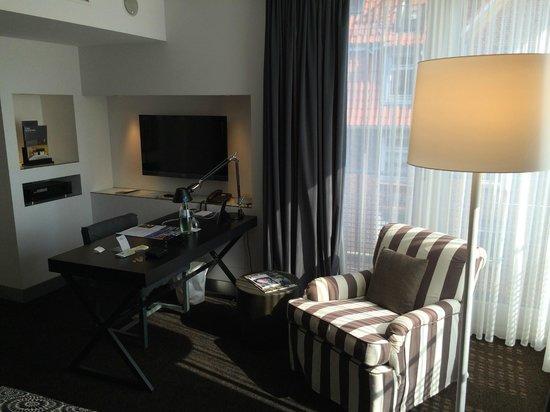 The Madison Hamburg: Room