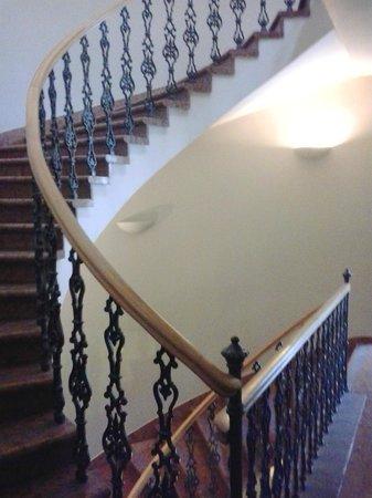 wombat's CITY HOSTEL Budapest: Escadas para os quartos