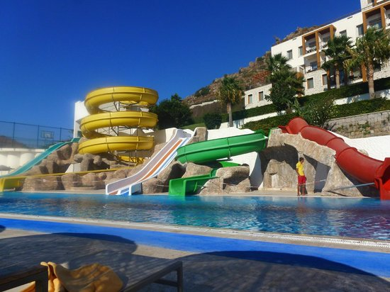 Kefaluka Resort : another pool and fun slides!