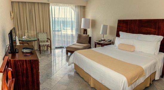 Bedroom in master suite picture of fiesta americana - Cancun 2 bedroom suites all inclusive ...