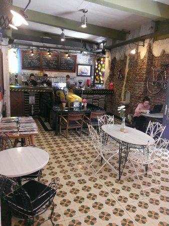 Portus House Istanbul: Un bar du quartier
