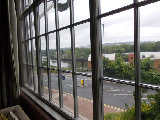 Hotel du Vin & Bistro Newcastle: View past Mr Coulson to the Tyne