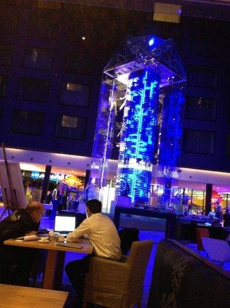 Radisson Blu Hotel, Zurich Airport: Wine tower