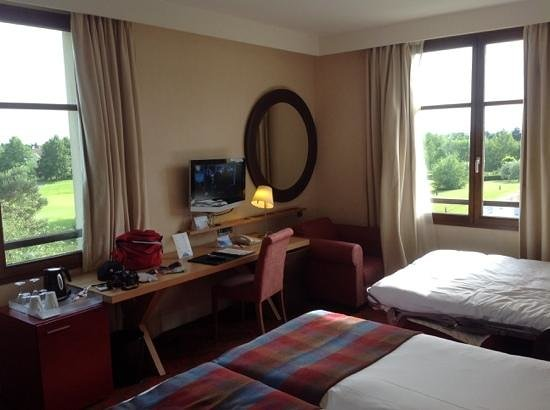 Radisson Blu Hotel at Disneyland Paris: the most wonderful room with 2 windows