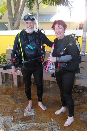Dixie Divers: Us in Scuba Gear- IF we can do it, YOU can do it