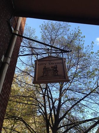 City Tavern: cartel exterior
