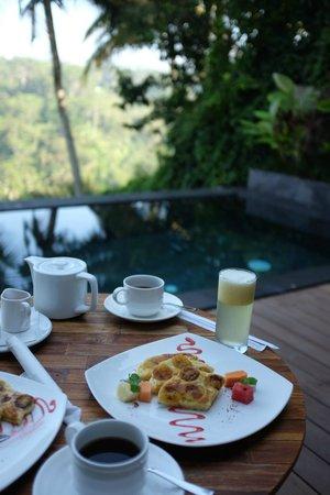 Black Penny Villas Ubud : Breakfast on the patio