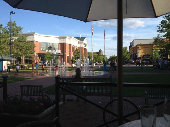 Brio Tuscan Grille View Of The Easton Fountains From
