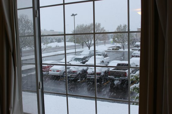 Country Inn & Suites By Carlson, Greeley: Snow in May! Don't be like me, pack a jacket.