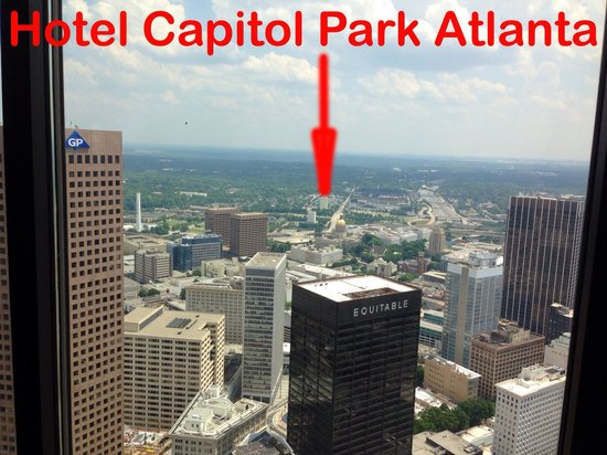 Ramada Plaza Atlanta Downtown Capitol Park : FAR!!! No restaurants around and the one at hotel close like at 08:00 pm.