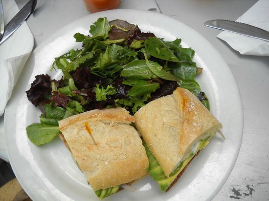 Crepeville: Tofu sandwich with side green salad