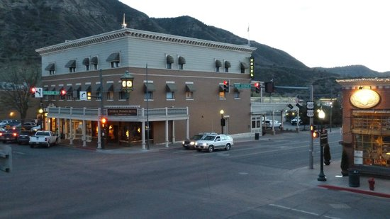 General Palmer Hotel: Hotel at dusk