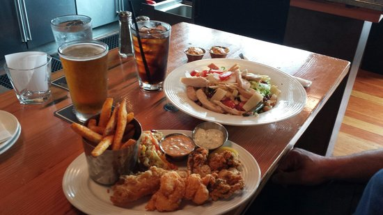 Boathouse 19: Here's the seafood combo and chop