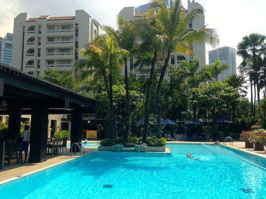 The Peninsula Manila: Pool