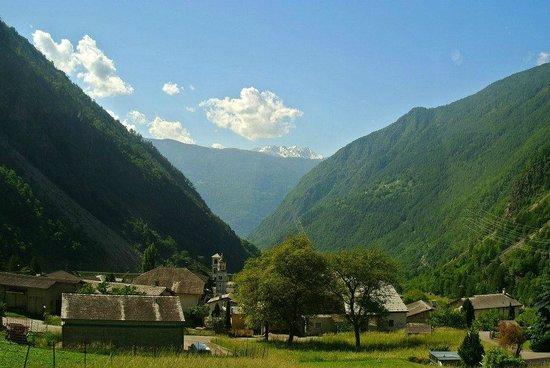 Trenino Rosso del Bernina: Trenino Rosso primavera