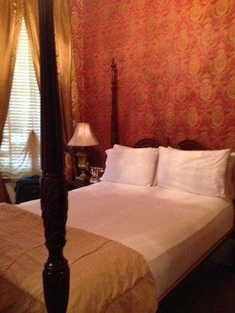 Cornstalk Hotel: Bett Zimmer 1