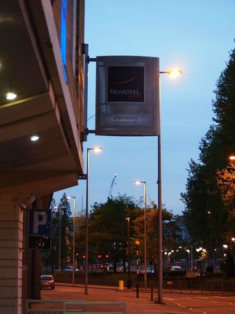 Novotel London Waterloo: Sign