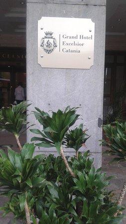 Mercure Catania Excelsior : insegna