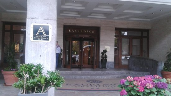 Mercure Catania Excelsior : ingresso dell'hotel