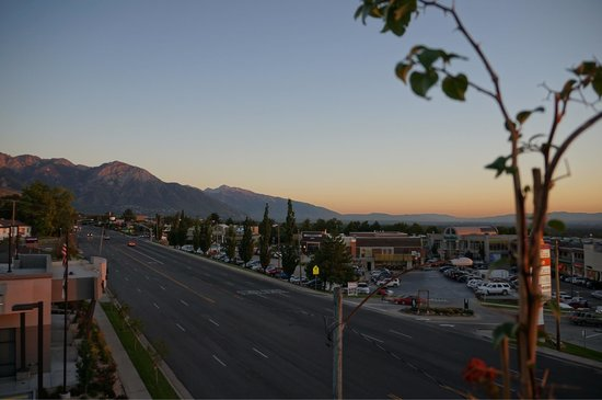 Hampton Inn & Suites Salt Lake City/University-Foothill Dr. : View, from the balcony.