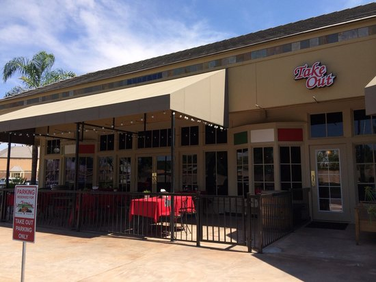 La Famiglia Pizza & Pasta : New patio