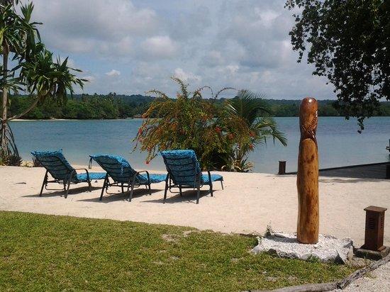 Oyster Island Resort: Front Beach