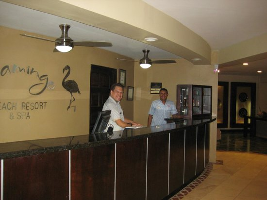 Flamingo Beach Resort And Spa: Front desk