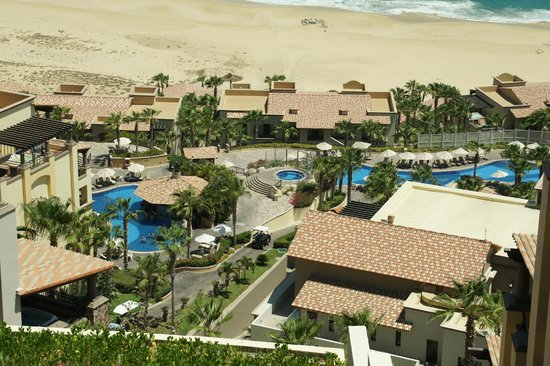 Pueblo Bonito Sunset Beach Golf & Spa Resort: View from path to Sky Pool down to the Main Pool by Beach