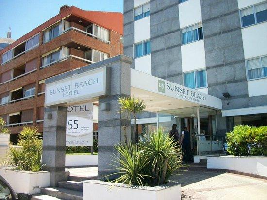 Sunset Beach Hotel: Na localização você pode encontrar vários outros hotéis com o mesmo preço e certtamente com melh
