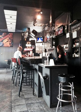 D. Willy's Blue's Brew & BBQ: Bar