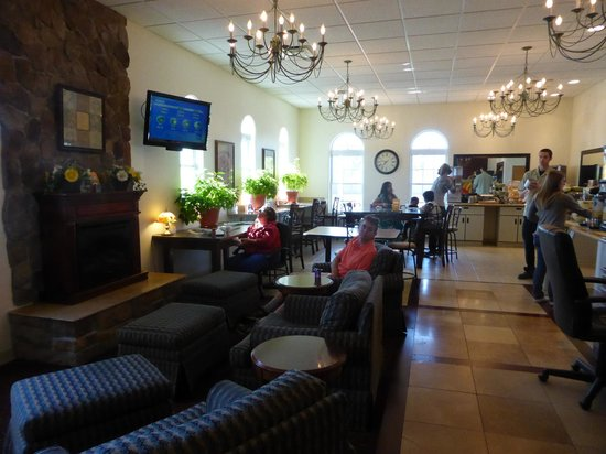 The Inn at 81: front lobby/breakfast room is bright and inviting