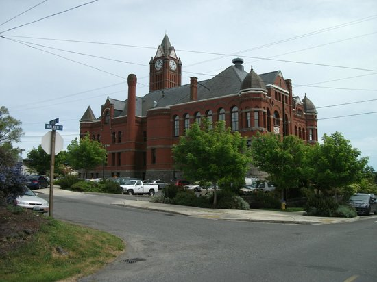 Jefferson County Courthouse : View from north