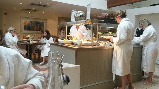 Champneys Springs Health Resort: Love the fact everyone is in dressing gowns for breakfast and lunch. So relaxing