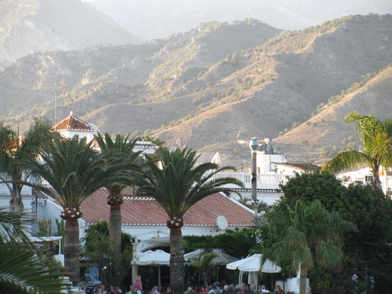 Apartamentos Casanova: looking towards the mountains from the Balcon de Europe