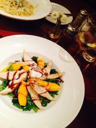 Fabiani's Wailea : House Salad wtih Papaya, Goat Cheese and Chicken & Chicken Alfredo